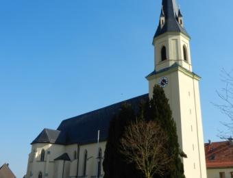 Kirche Peterskirchen, Sankt Peter und Paul Denkmal, Fassade
